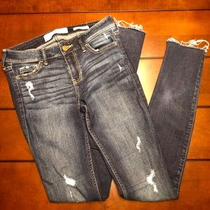 ✨Hollister Low Rise Super Skinny Distressed Jeans✨
